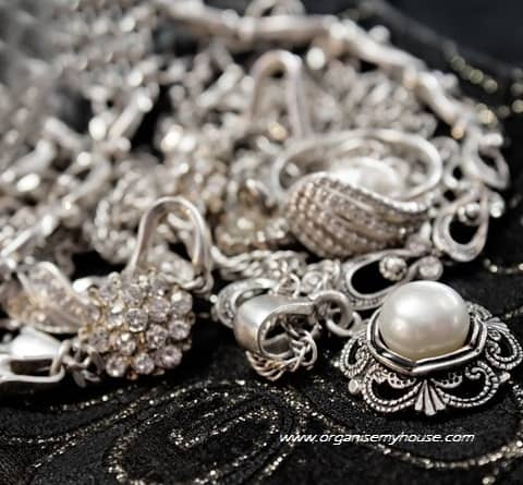 How to organise your jewellery
