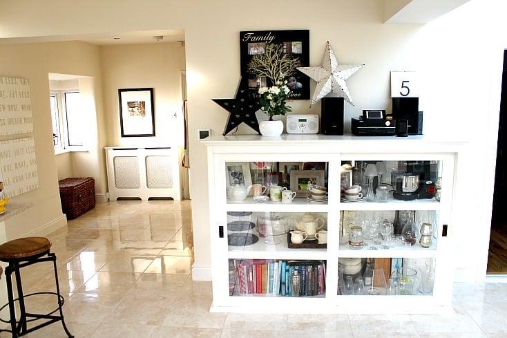 Dresser unit for kitchen storage