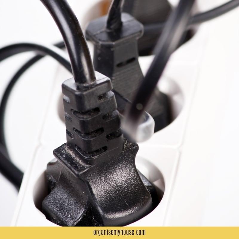 Black wires in plug