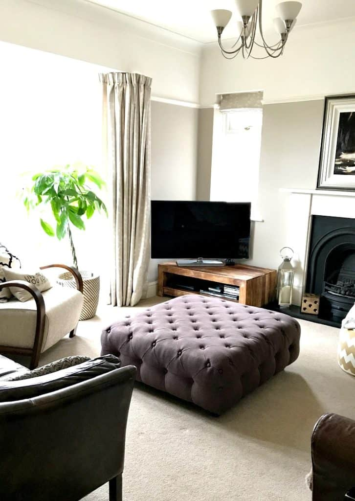 Living room in neutral colours