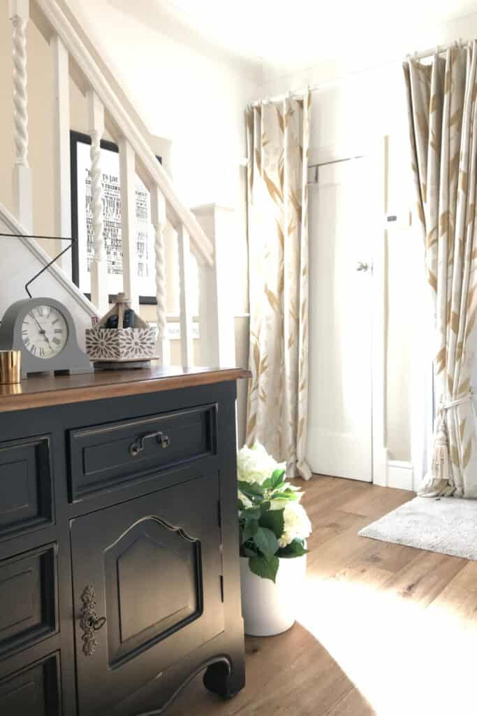 Hallway with Black Painted Sideboard and neutral walls