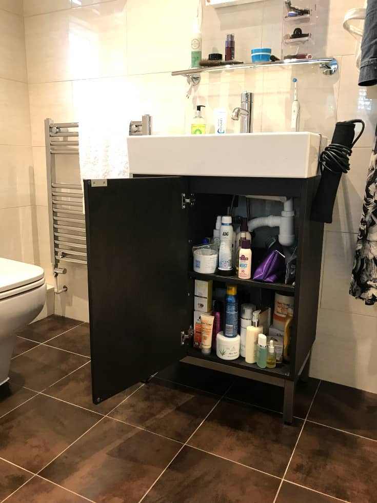EnSuite Cupboard With Door Open